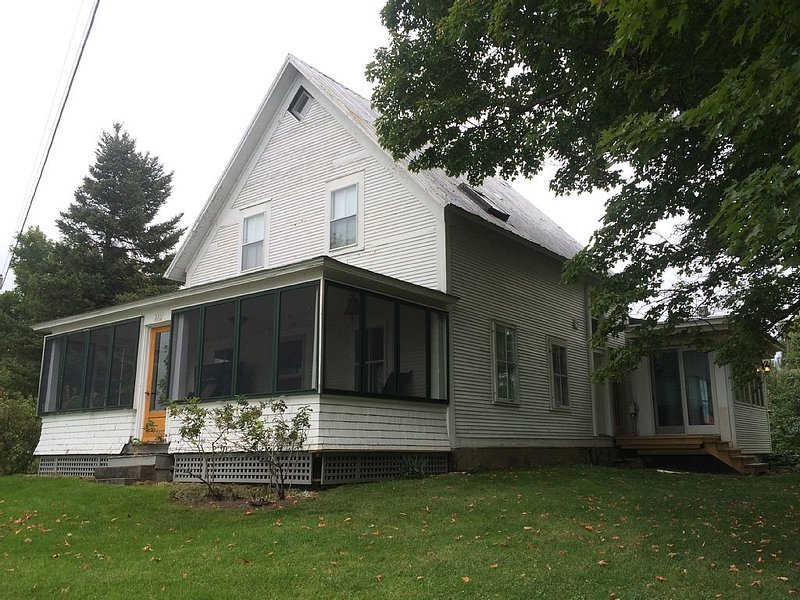 Lake Champlain Cottage Ancestral house, holiday rental in Champlain