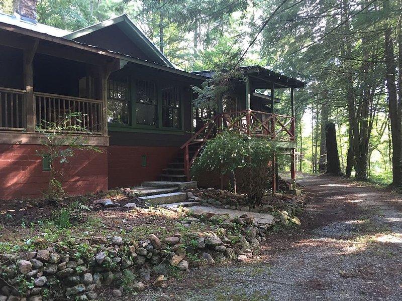 Historic Lakemont Cabin Near Lake Rabun - 3 bdrm/2bath, holiday rental in Wiley