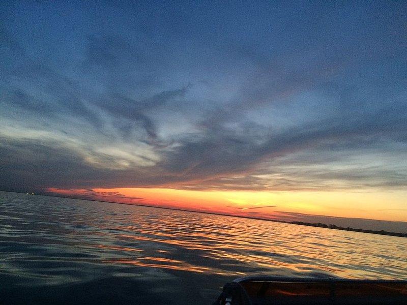 Al igual que un copo de nieve ... no hay dos puestas de sol iguales. Ven por la pesca o puestas de sol.