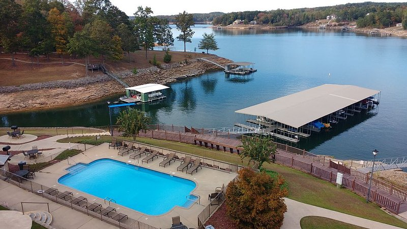 Luxury Condo, Covered Boat Slip, Pool, Wifi, Marina, Convenient To Shop, vacation rental in Jasper