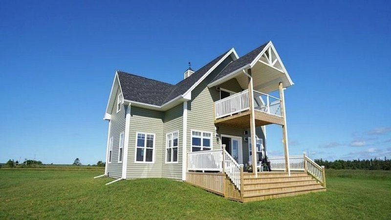 PEI Luxury Oceanfront Beach House - 4.5 star on Canada Select, holiday rental in Saint Margarets