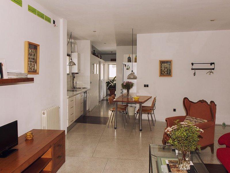 Apartamento amplio y luminoso con Terraza, vacation rental in Brenes