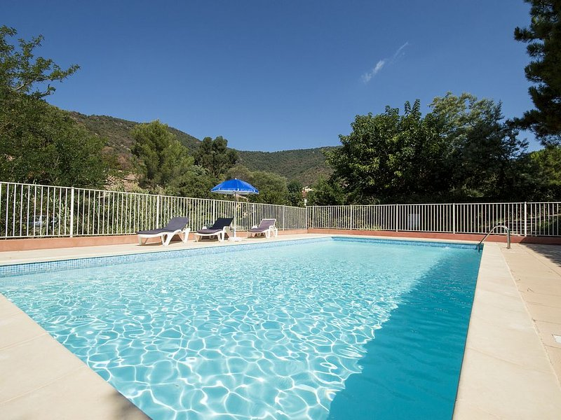 Beautiful Villa, Magnificent views and Pool, Ample parking,, casa vacanza a Rayol-Canadel-sur-Mer