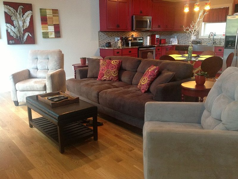 Family Suite - Walking Distance To Hidden Harbor Marina, holiday rental in Silver Point
