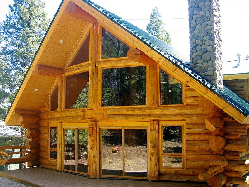 Handcrafted Log Home with hot tub backing into National Forest, holiday rental in Cloudcroft