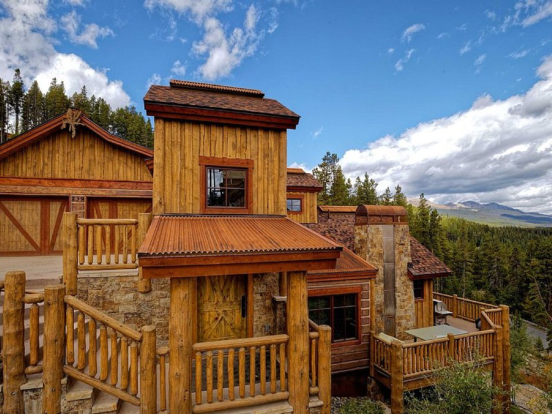 Custom Built New Home with Views From the Hot Tub, minutes from Downtown, vacation rental in Breckenridge