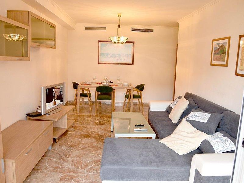 APARTAMENTO CON PLAZA DE GARAJE Y WIFI EN LA CIUDAD DE LAS CIENCIAS, holiday rental in Valencia