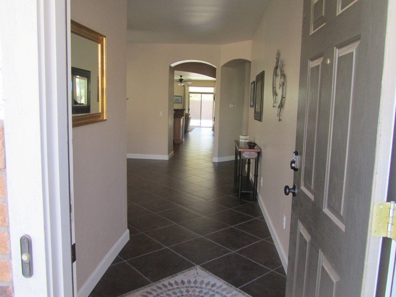 Recently Renovated 4 Bedroom Bungalow Close To Heated Community Pool, vacation rental in San Tan Valley