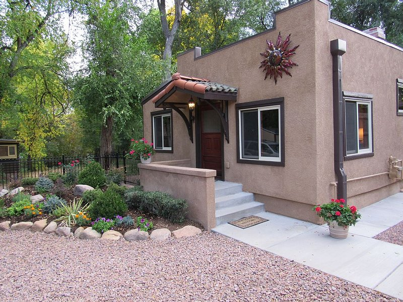 Cottage at The Woodburn Bungalows, holiday rental in Fort Carson
