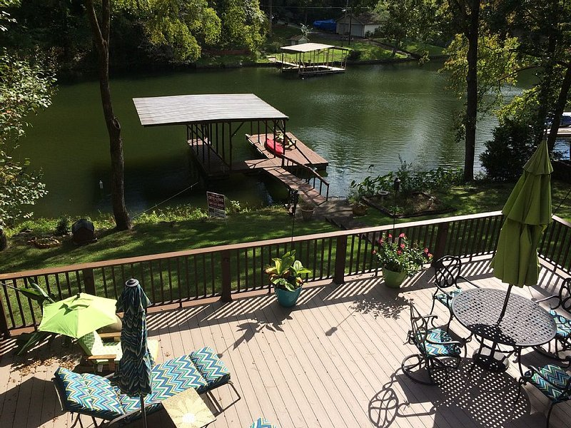 Spring/Race Special (7 miles from Oaklawn) (250/night) on Lake Hamilton 4br/3ba, holiday rental in Lake Hamilton