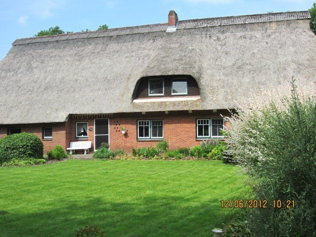 Ruhige Lage, viel Platz zum Spielen, großer Garten, Brötchenservice, alquiler vacacional en Lamstedt