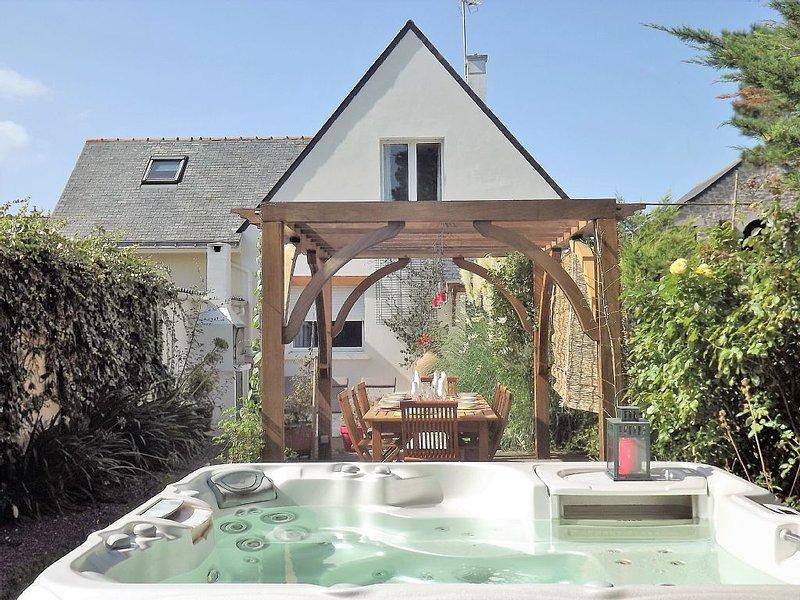 A 250 m de la mer, location d'une villa pour 12 pers. avec spa..., holiday rental in La Turballe