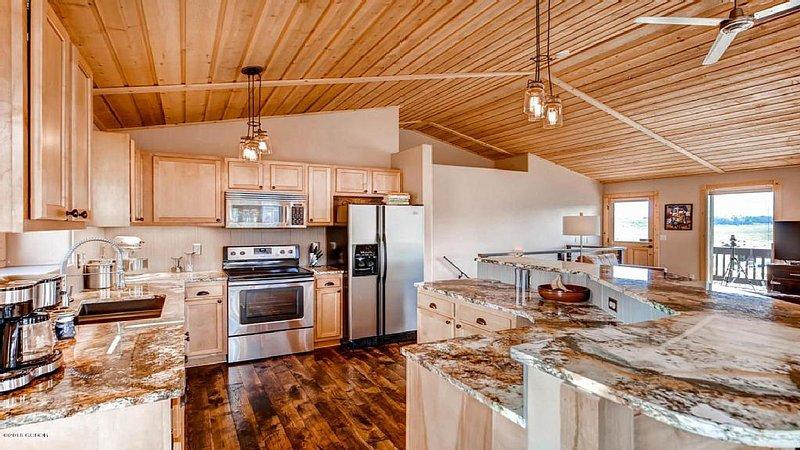 Beautiful Mountain Modern Home With Views, Hot Tub, & Convenient Location!!!, location de vacances à Tabernash
