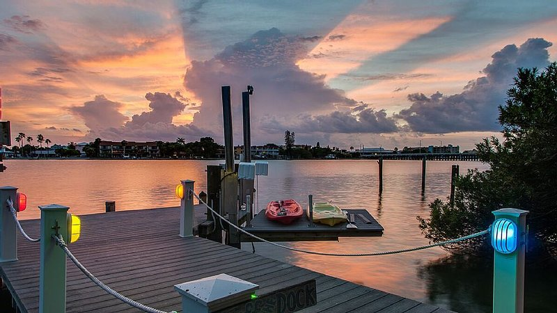 Wow!  Waterfront Mansion:  Walk To The Beach!  Amazing Sunsets!  One Of A Kind!, holiday rental in St. Pete Beach