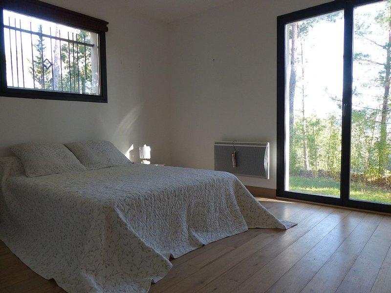 CONTEMPORARY VILLA IN THE COUNTRYSIDE PROVENCE, Aix en Provence, Aubagne, Marse, vacation rental in La Destrousse