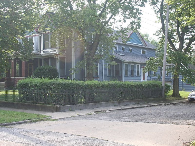 10 Miles from Starved Rock State Park in Historic Ottawa IL, holiday rental in Sheridan