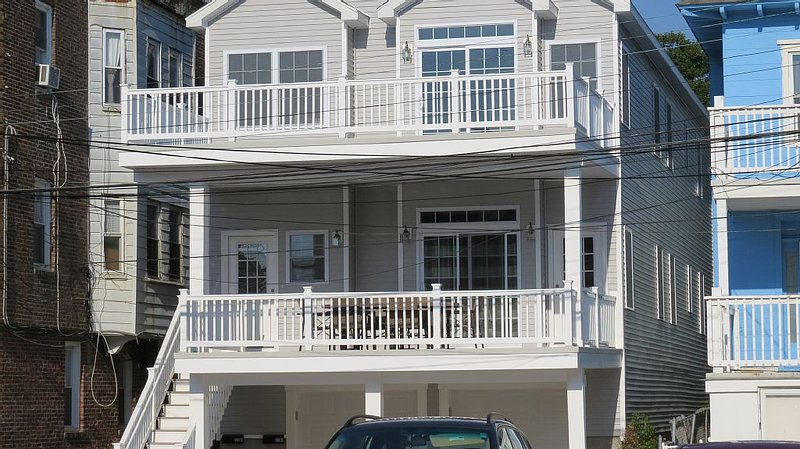 1 Block to Ventnor Beach and Boardwalk!, aluguéis de temporada em Ventnor City