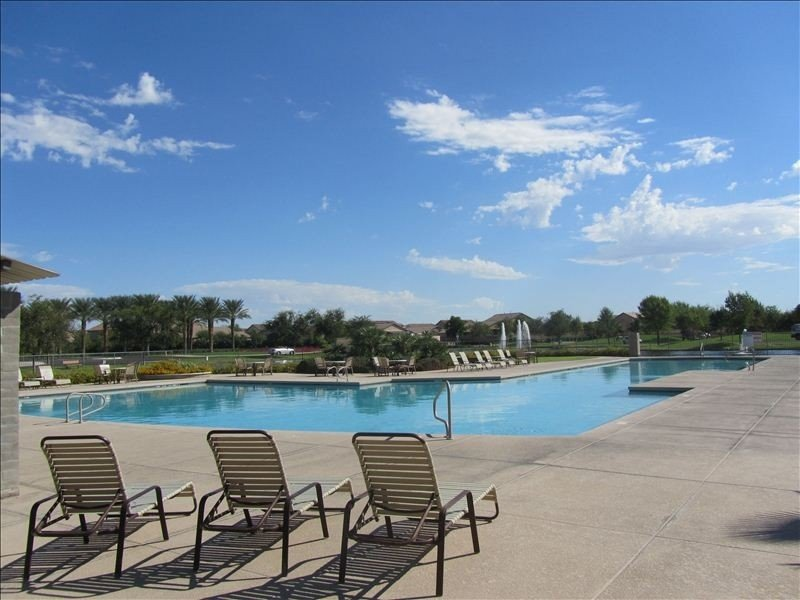 Resort Home with 2 Pools,Golf, Perfect for Families, Newly Landscaped Backyard, location de vacances à Maricopa