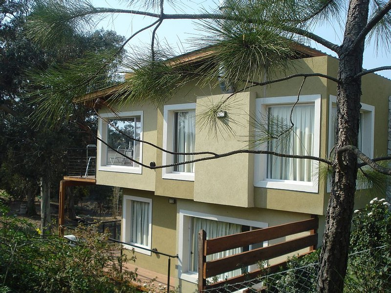 Beautiful Modern Beach House 5 short blocks from Ocean, Mar de Ostende, Pinamar, alquiler vacacional en Mar de las Pampas