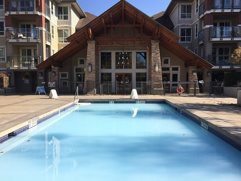 Stunning Condo Steps From The Lake!, holiday rental in Kelowna