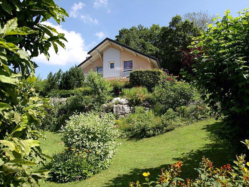 VILLA  AVEC PISCINE 10 MN D'ANNECY, location de vacances à Argonay