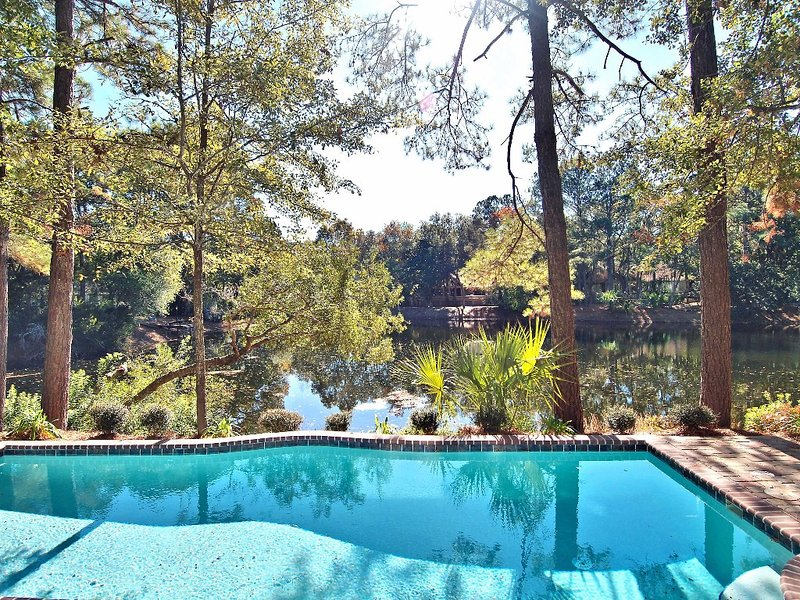 Easy Access to Private Entrance of PD Beach - Lake House, New Kitchen, Pets Okay, location de vacances à Bluffton