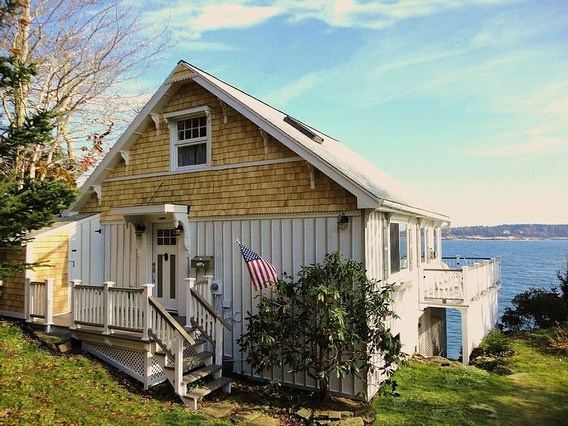 Ocean front cottage with spectacular view, alquiler vacacional en Boothbay
