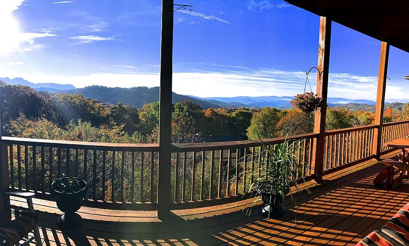 Luxury Above the clouds- 2BR CONDO w/ Breathtaking Views & Walk to the Slopes!, vacation rental in Banner Elk