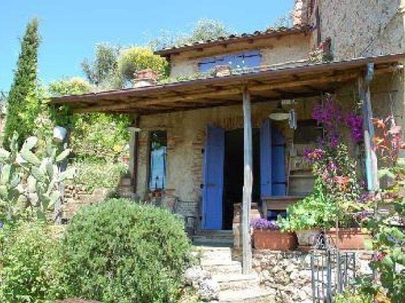 Charme Rustico mit privatem Garten. Meerblick., casa vacanza a Valdicastello Carducci