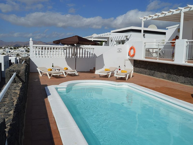 Villa blue skies, villa with private pool and stunning sea views, holiday rental in Tias