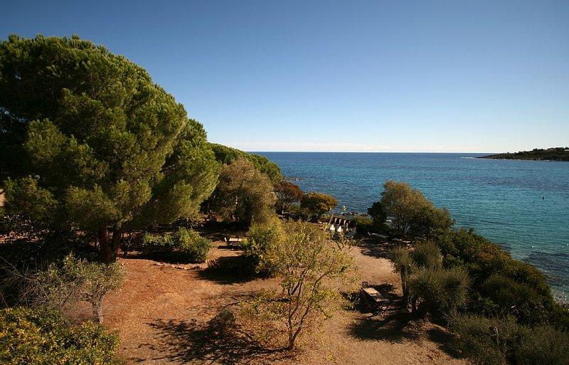 Studio pour 2 pers, pieds dans l'eau, avec acces direct a la plage, location de vacances à Sari-Solenzara