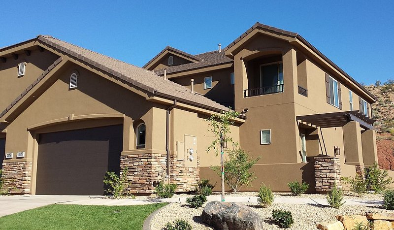 Luxurious New 5 Bed, 3 1/2 Bath, 2750sf Townhome at Coral Ridge Resort, holiday rental in Washington