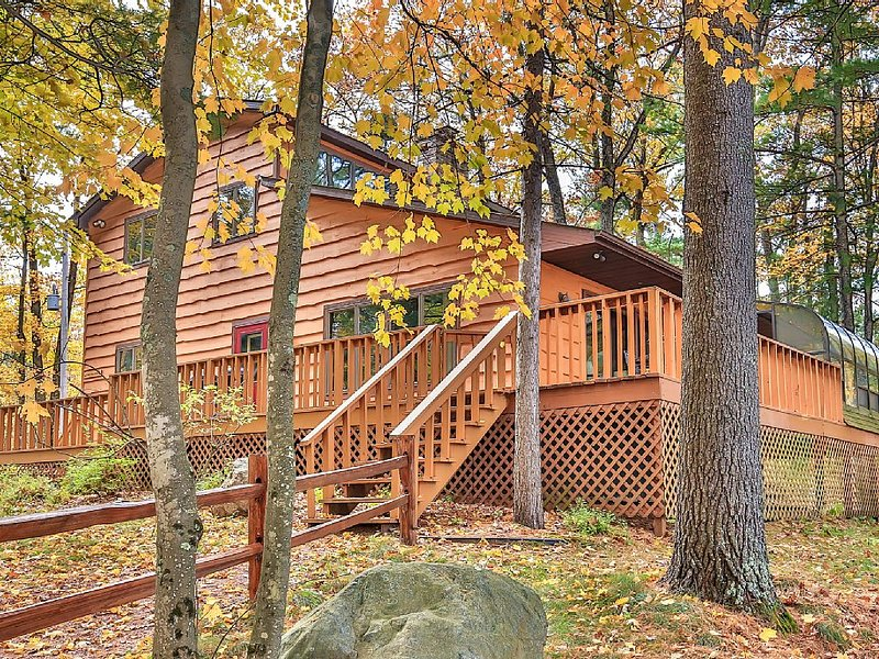 Stunning Executive Year Round Home ~ Minutes From  Minocqua, holiday rental in Arbor Vitae