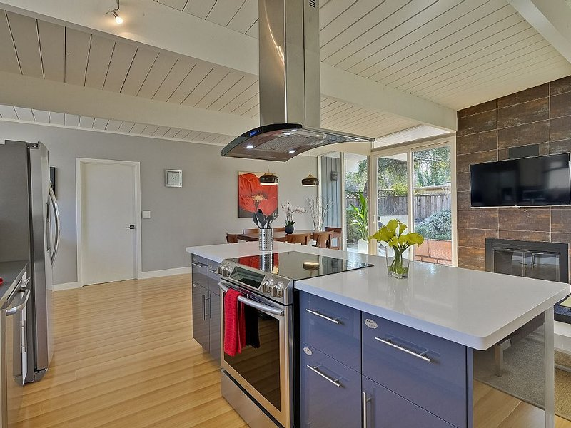 3 BR/2 BA Sleeps 8, in the heart of Silicon Valley, vacation rental in Sunnyvale
