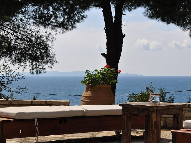 Captain Mike's Villa II: Traditional Villa -Magnificent View, holiday rental in Margariti