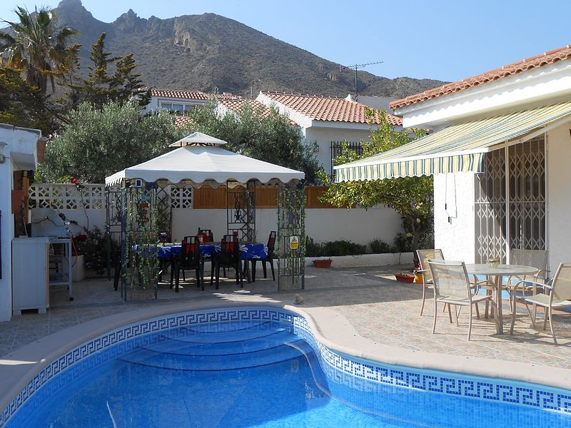 Bungalow With Private Pool & Garden, Sea Views &  parking, internet some air con, alquiler de vacaciones en Mazarrón
