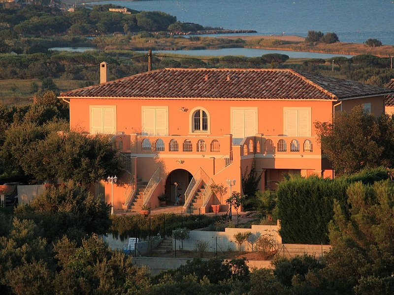 La Bastide, Vous êtes les seuls locataires, piscine près du golfe de St Tropez, location de vacances à Fréjus