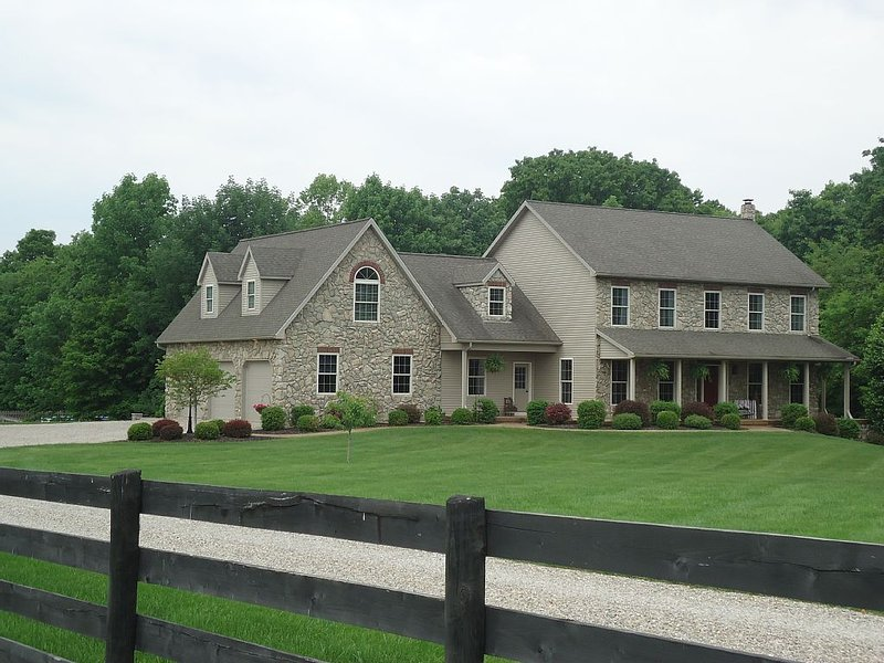 Peaceful country setting, close to Old Mans Cave attractions., aluguéis de temporada em Chillicothe