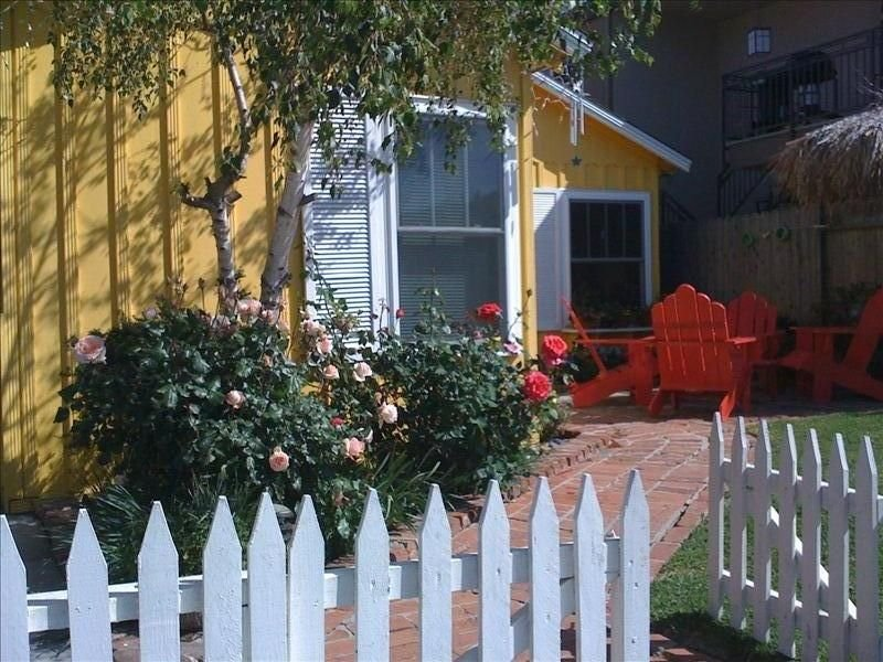 The Artists' Yellow  Beach Cottage, casa vacanza a Corona del Mar