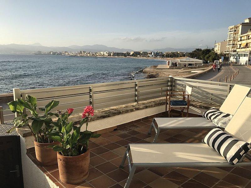 Confortable casa a 5 metros de la playa en una  calle peatonal., location de vacances à El Arenal