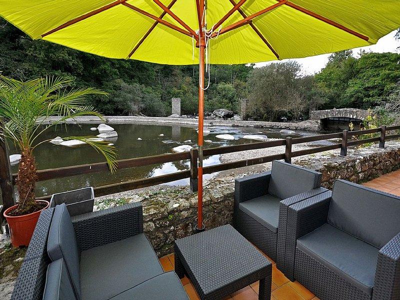 superbe gîte les pieds dans l'eau à 15 min du Puy du Fou, holiday rental in Mauleon