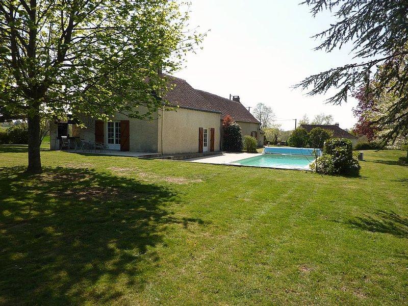 Grande Longère Rénovée 275m2 Piscine Chauffée proche Châteaux de la, location de vacances à Monthodon