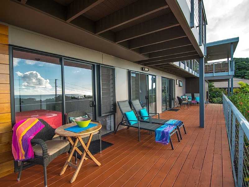 Tranquil, overlooking iconic surf Beach.  House. 2 bed/2 bath. Parking secure., holiday rental in Haleiwa
