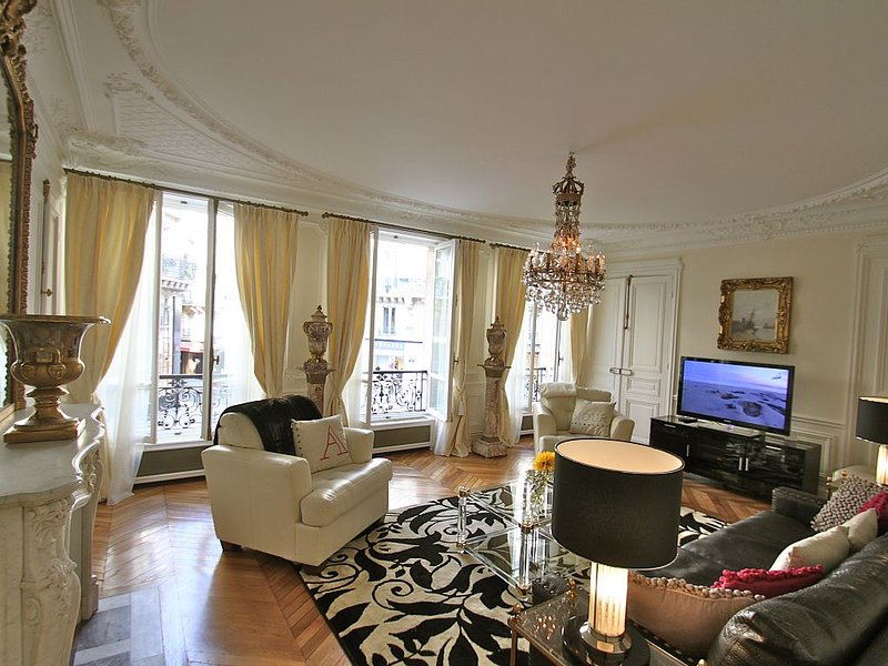* Luxury Residence in the Heart of Saint Germain,  Central Paris *, holiday rental in Paris
