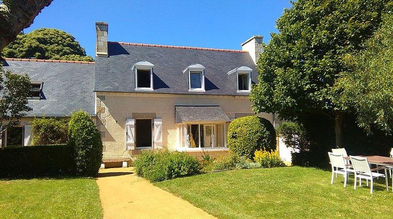 Superbe maison Perros-Guirec - Ploumanac'h : plage, port, centre ville à pied !, holiday rental in Cotes-d'Armor
