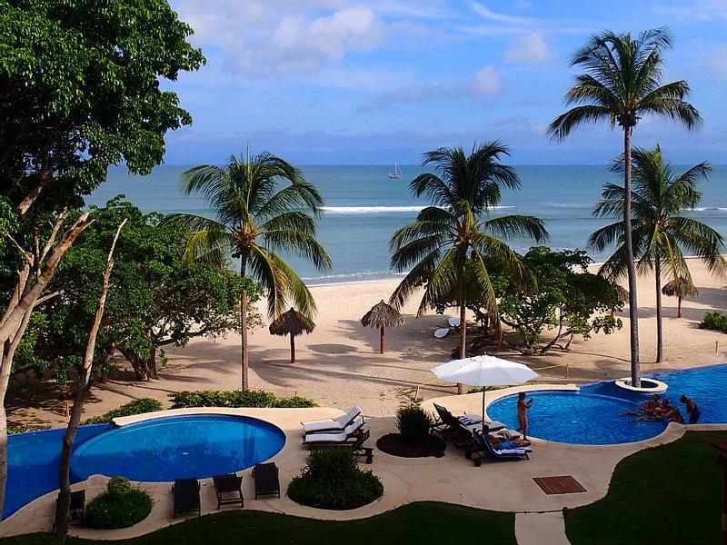 Ocean View - 5 Star Condo on the Beach - Christmas Available! - Maid/cook, location de vacances à Punta de Mita