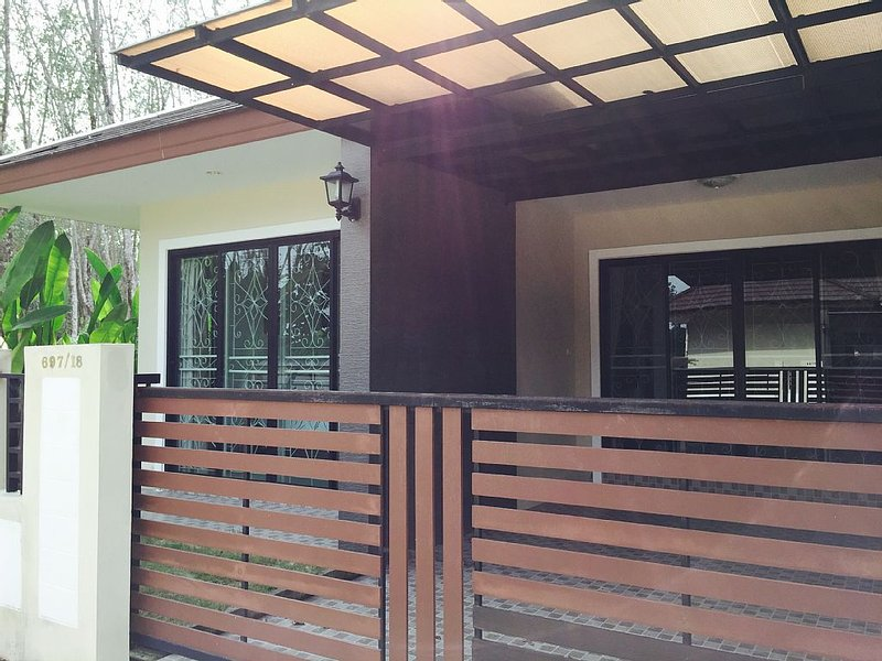 Warm Cozy Home Away From Home, vacation rental in Railay Beach
