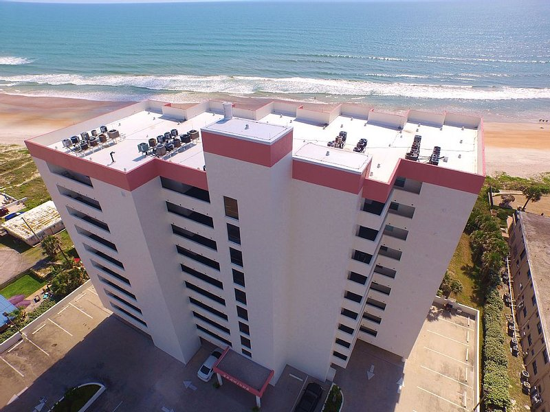 Breathtaking Oceanfront Views + Gated Garage! Pet Friendly!, Ferienwohnung in Ormond Beach