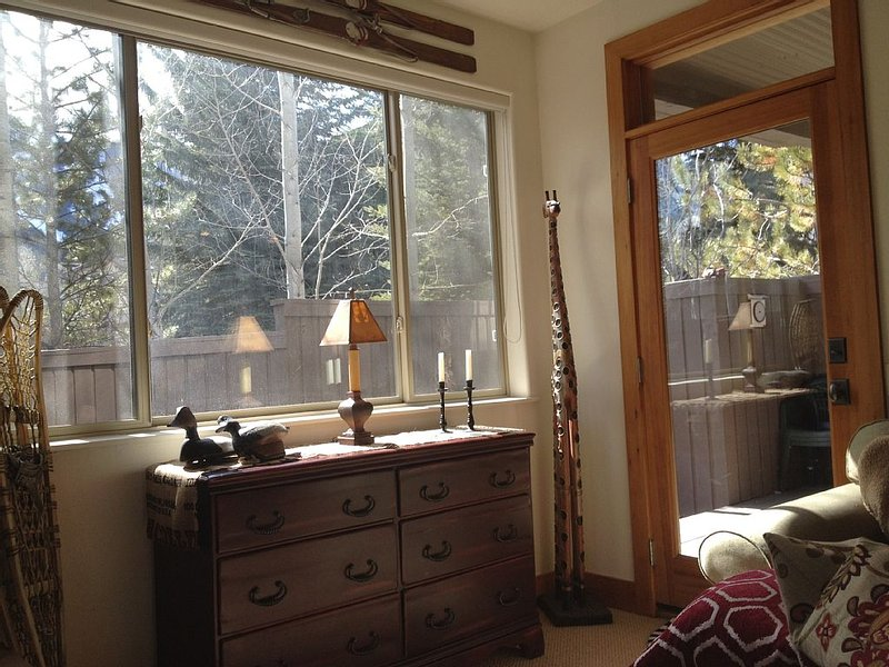 REVIEWS SAY IT ALL!  Modern comfort just blocks from downtown Ketchum!, holiday rental in Ketchum