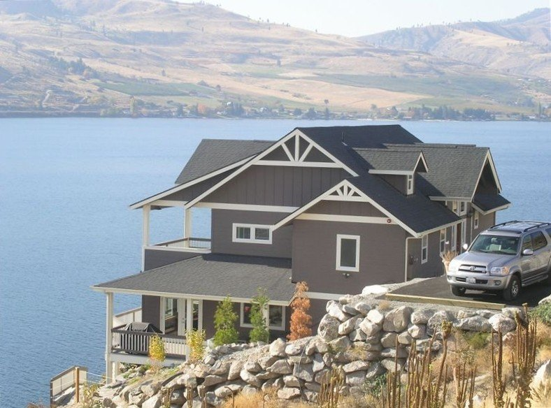 Chelan Bluff: Spectacular Private Waterfront Home and Dock with 2 master bdrms, holiday rental in Chelan